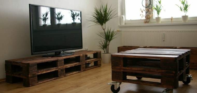 Muebles hechos con palets de madera cincuenta ideas for Conjunto muebles salon
