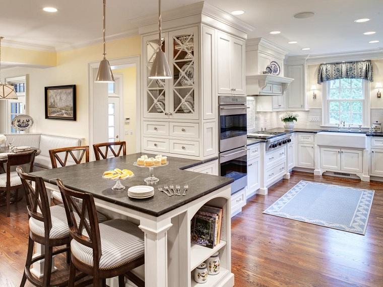 Muebles vintage en la cocina ideas a lo cl sico muy for Cocinas tradicionales blancas