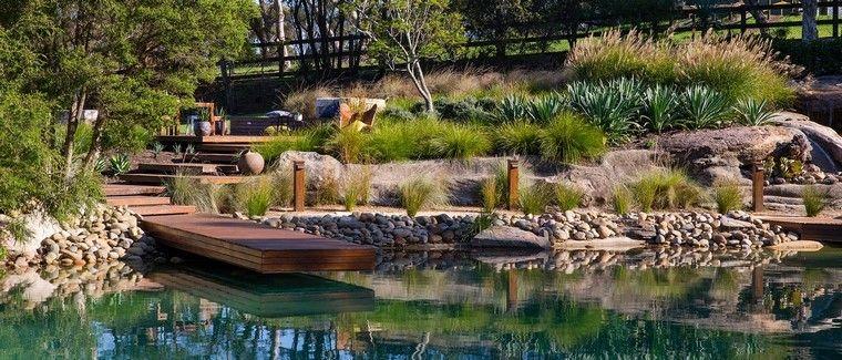 muelle madera dia vista estanque moderno