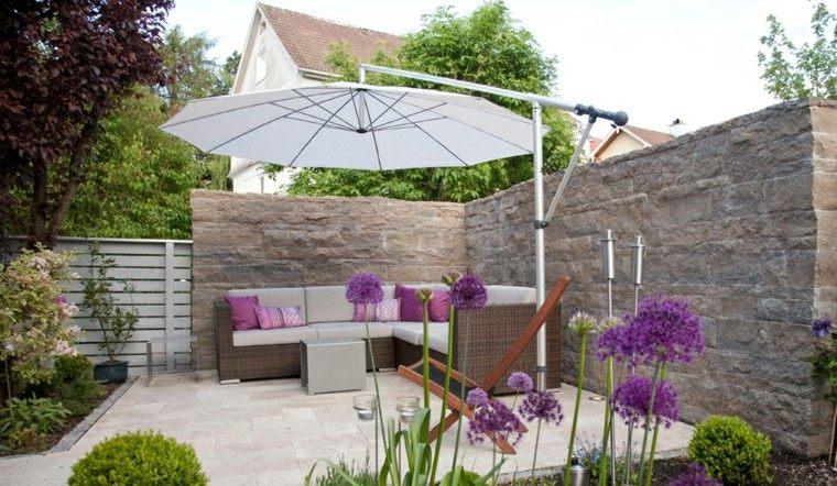 muralla sombrilla blanca sofa flores preciosas ideas