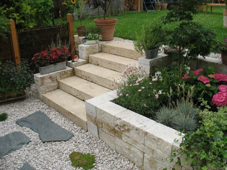muro jardin piedra flores cesped escalera ideas
