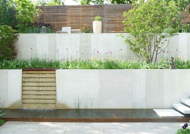 muros altos caida agua jardin ideas flores