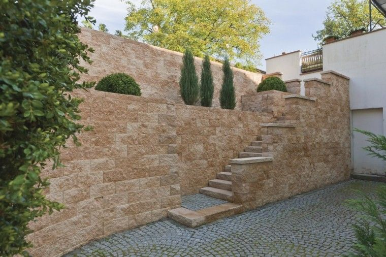 muros altos jardin piedra niveles escalesras ideas