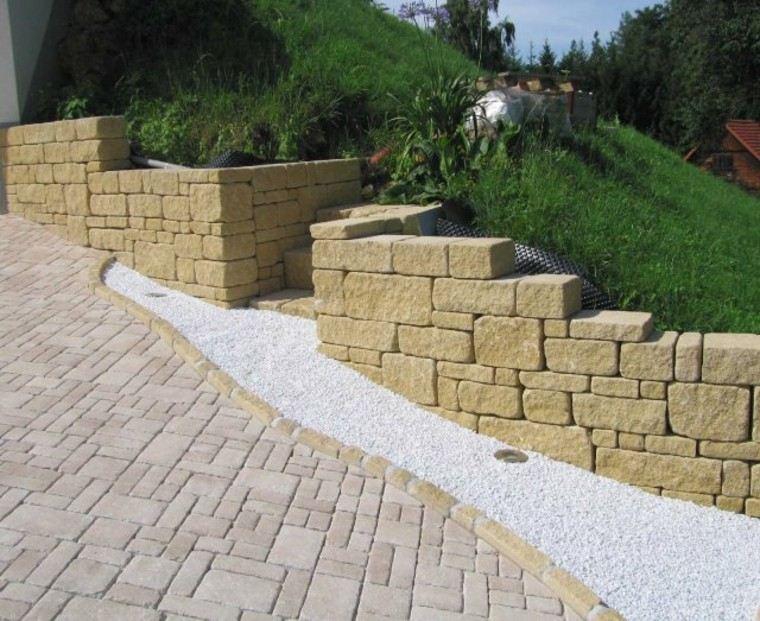 muros jardin dividido dos espacios cesped pavimento ideas