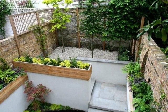 muros piedra patio pequeño nivelado