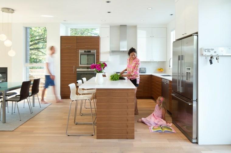 niña cocina abierta fresca familia