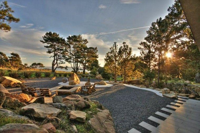 paisajes bonitos jardin guijarros muebles madera lugar fuego ideas