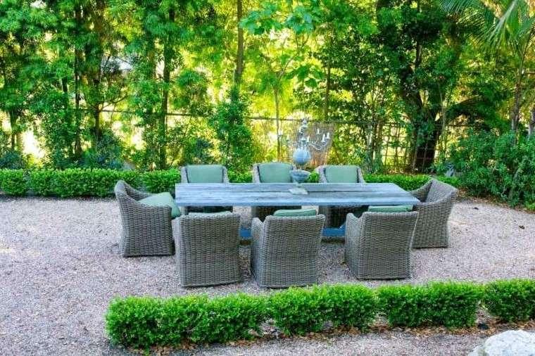 paisajes bonitos jardin guijarros sillas rattan ideas