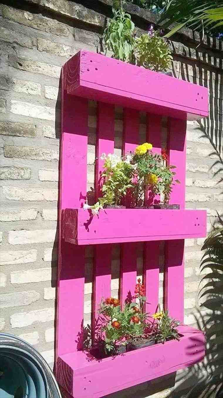 Decoraci n con palets de colores vibrantes en el jard n - Jardineras de colores ...
