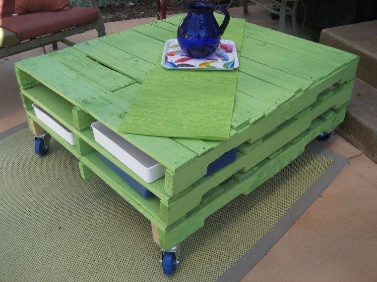 decoración con palets mesa verde preciosa desplaza ruedas jardin ideas
