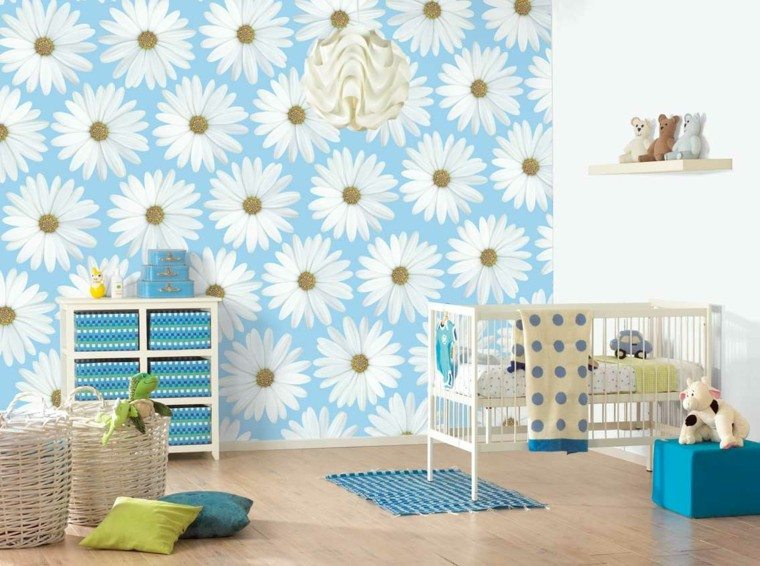 pared color celeste margaritas bebe
