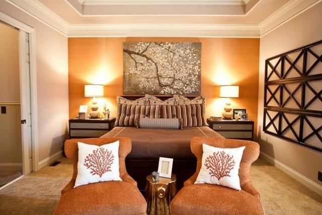 pared color naranja cabecero cama