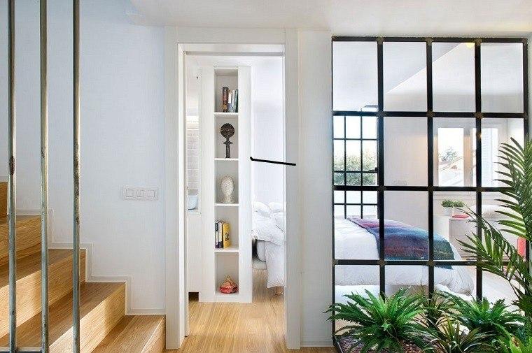 pasillo ventana escaleras cama doble