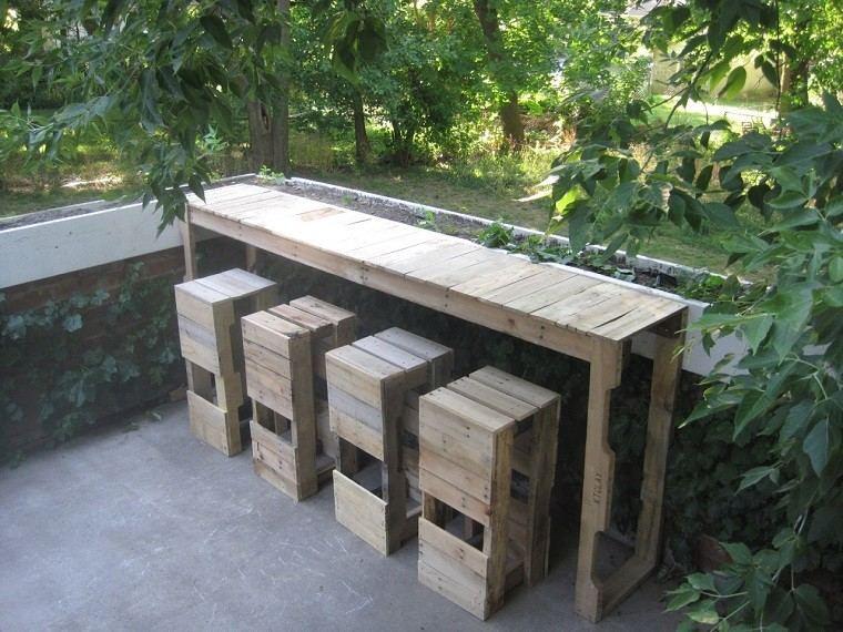 patio barra banquetas exterior arboles
