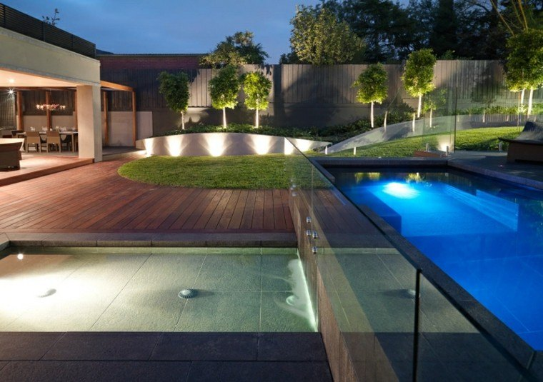 patio moderno led muro piscina luces