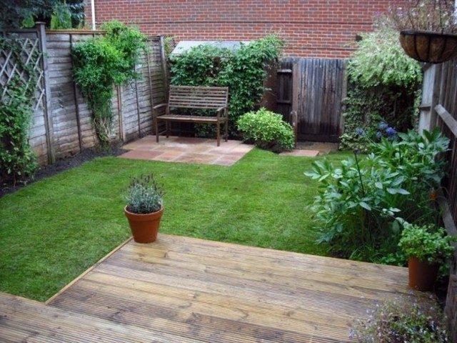 patio trasero plataforma madera plantas
