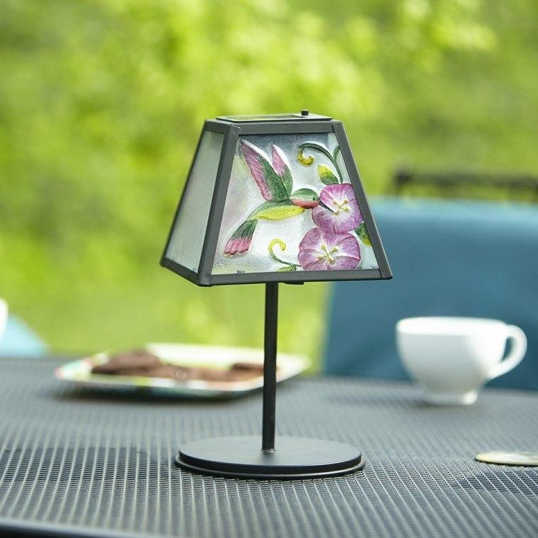 pequeña lampara mesa café exterior