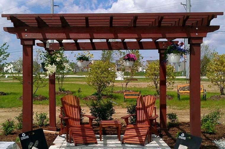 pergola madera muebles jardin tumbonas