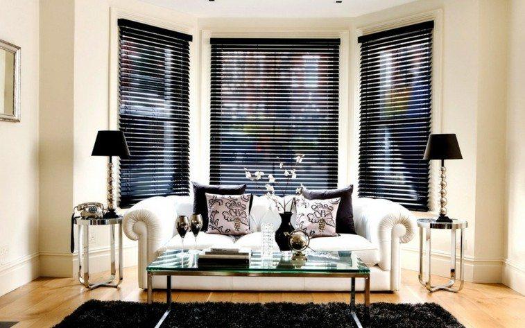 Decorar salas de estar en blanco y negro se atreve - Cortinas negras decoracion ...