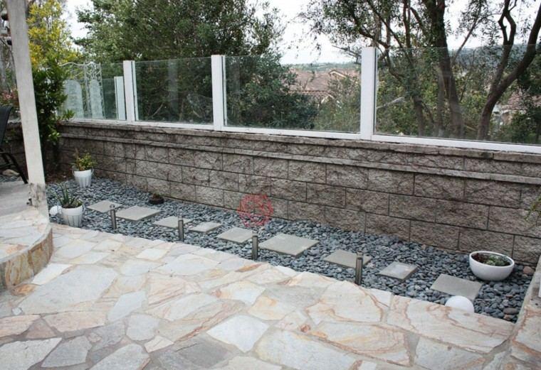 piedras jardin trasero distintos tamanos ideas decorativo