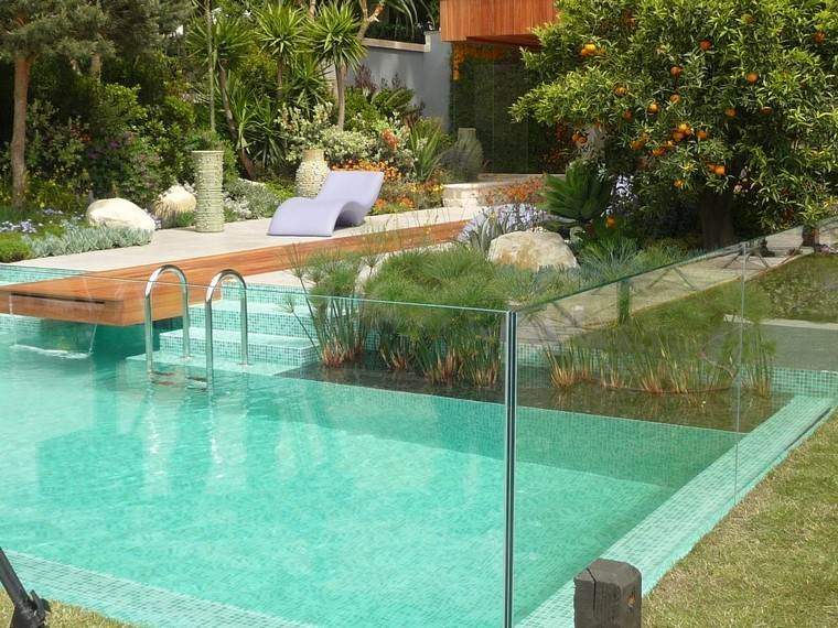 piscina moderno jardin tumbona plantas cascada