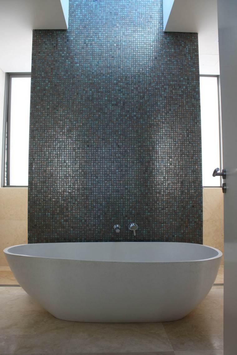 piso calido bañera blanco pared