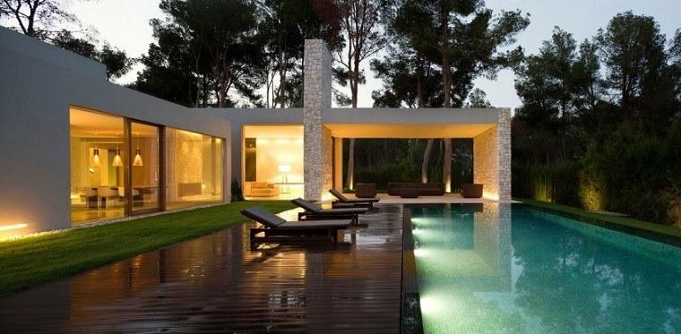 plataforma piscina madera teca tumbonas