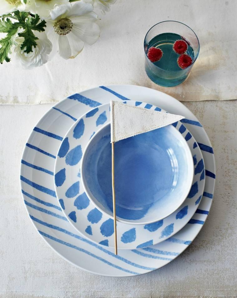 platos pintados garabatos pincel azules