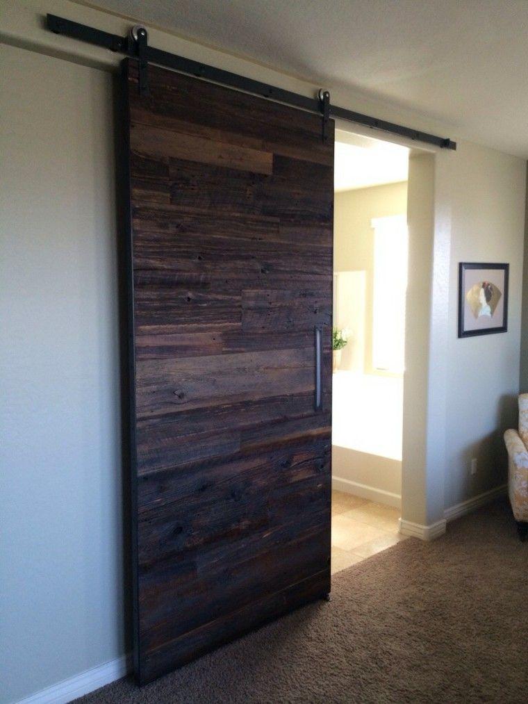 puerta corredera listones madera oscura