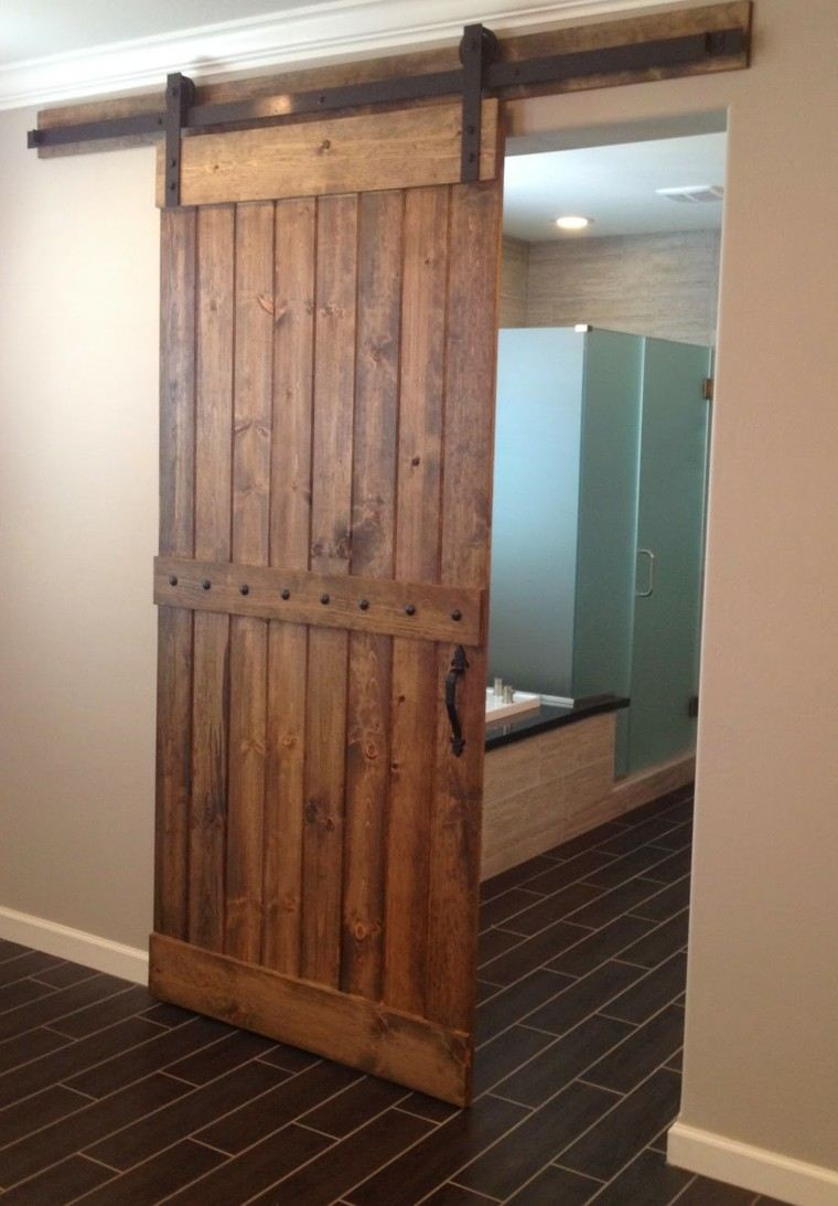 Puertas correderas de madera para el cuarto de ba o for Puertas correderas
