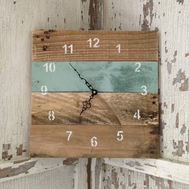 Ideas con palets 75 creaciones para personalizar tu espacio - Relojes rusticos de pared ...