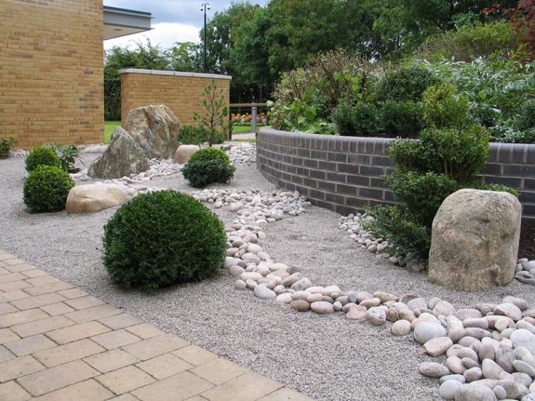 Las arenas y gravillas m s adecuadas para decorar jardines for Guijarros de colores para el jardin