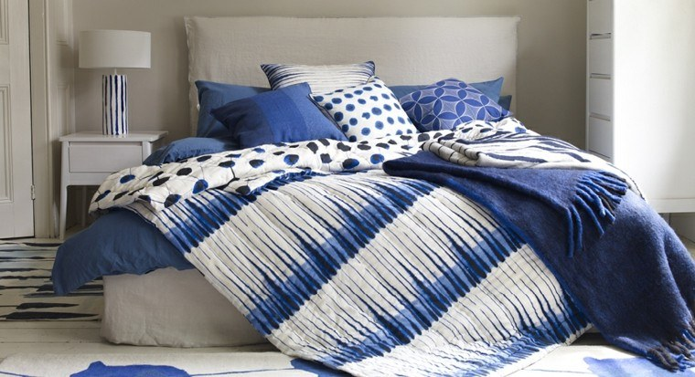 ropa cama brochazos garabatos azules