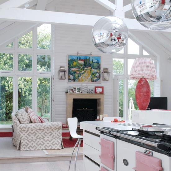 salon abierto cocina ventanales chimenea ideas