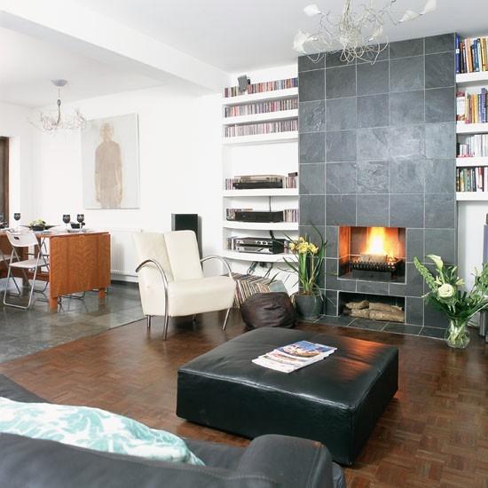 salon abierto comedor chimenea butaca blanca sofa cuero negro