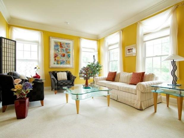 salon amarillo muebles clásicos luz