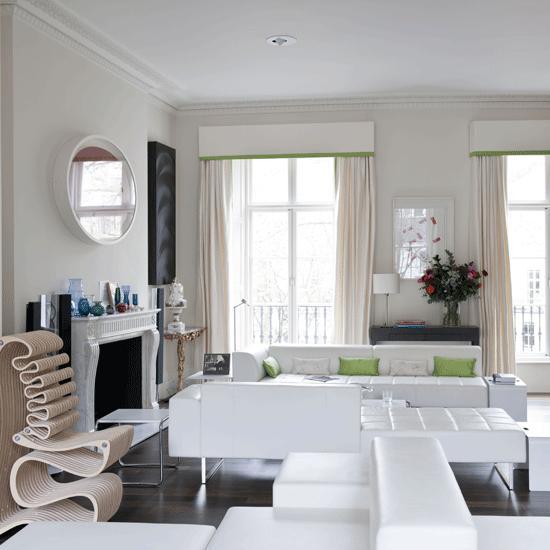 salon amplio muebles cuero blanco chimenea espejo ideas