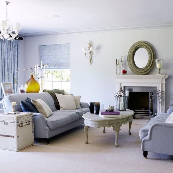 salon azul claro muebles comodos estilo vintage espejo