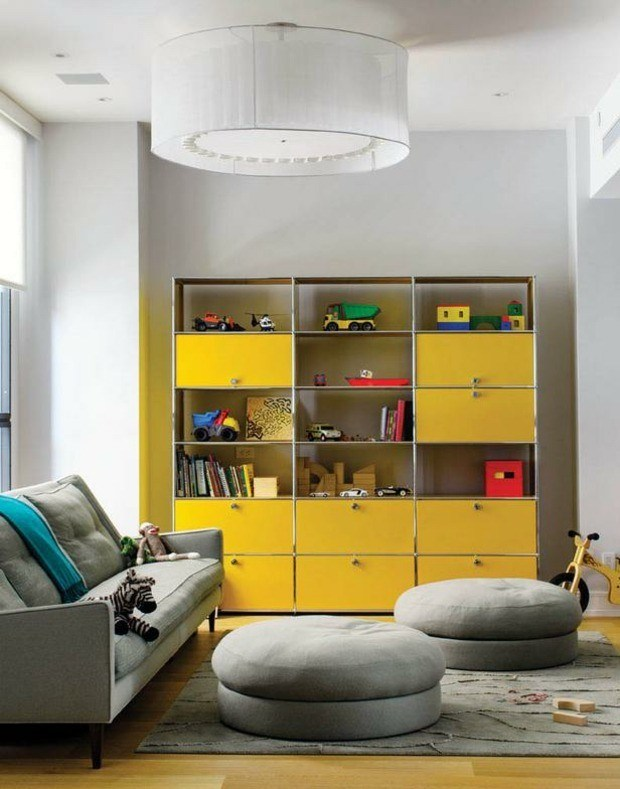 salon blanco mueble amarillo juguetes