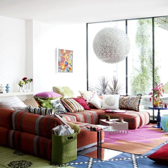 salon luminoso sofa alfombras muchos colores ventanal ideas bonito