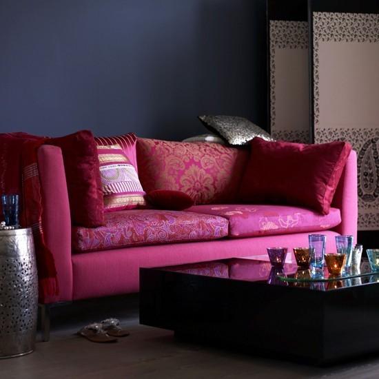 salon oscuro pared azul sofa purpura ideas