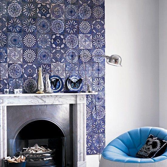 salon paredes blancas chimenea azulejos idea salon