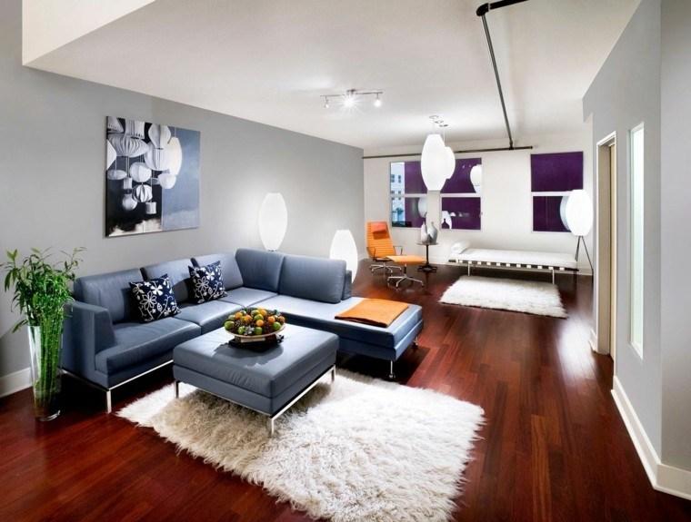 salon pequeño sofa azul