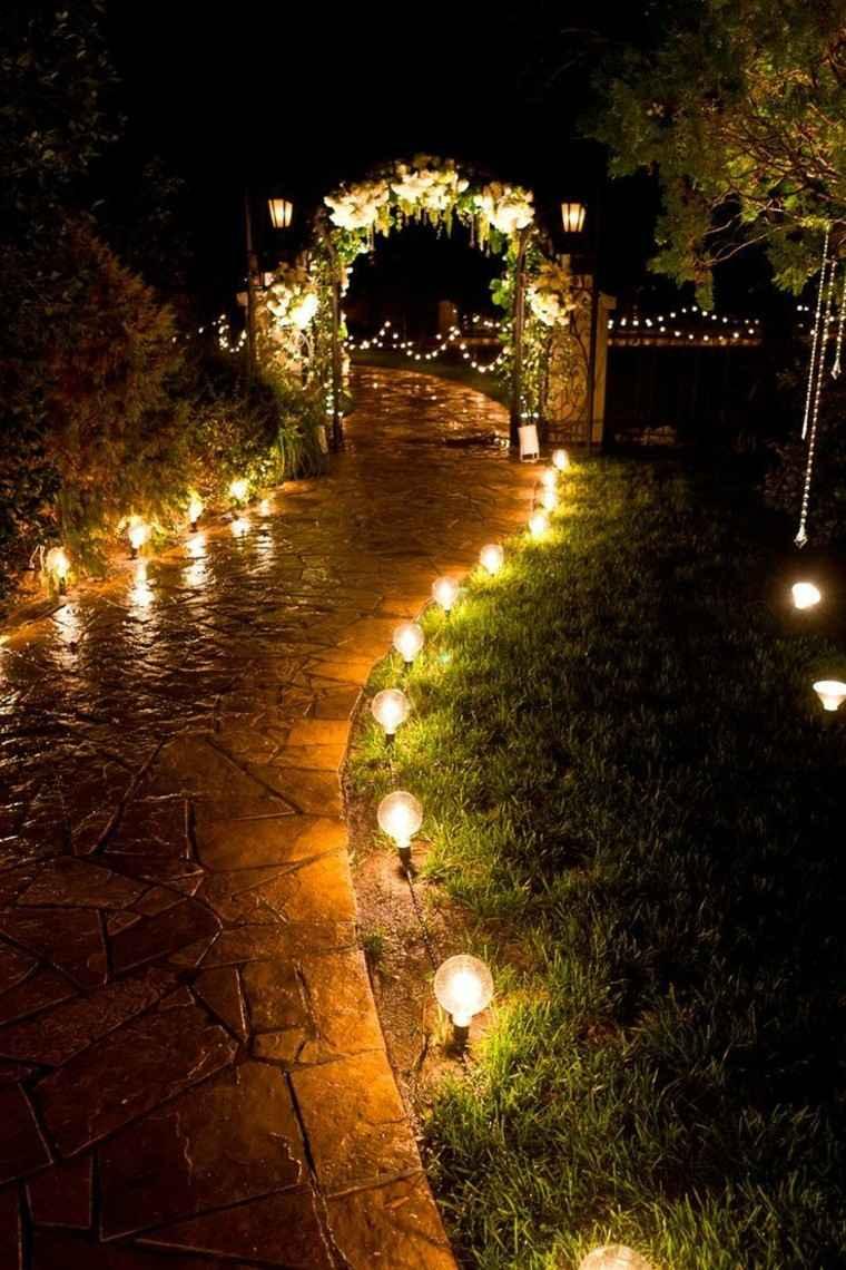 sendero lamparas suelo puerta lajas arco