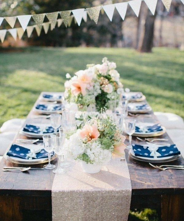 servilletas azules dobladas decorativas
