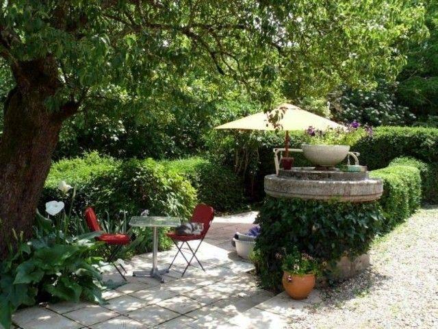 sillas rojas muebles jardin sombrilla