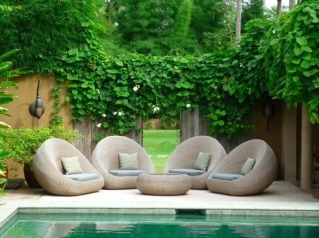sillones redondos mimbre paisaje jardin