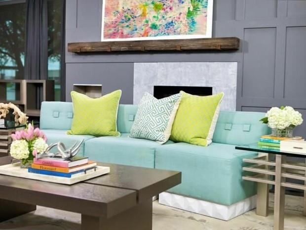 sofa color celeste cojines verdes