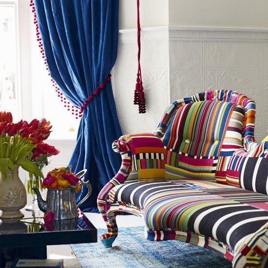sofa colores vibrantes cortina azul ideas salon moderno