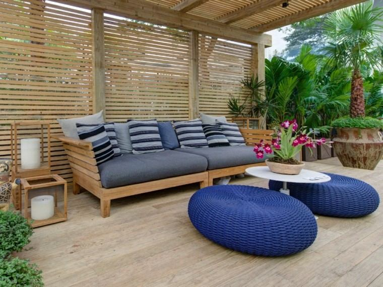 sofa grande cojines azules madera pergola ideas